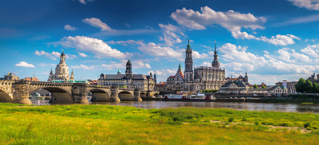 Dresden Immobilienbewertung The ancient city of Dresden, Germany © seqoya - Fotolia